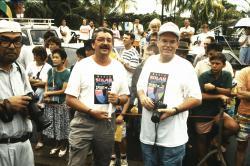 Im Vordergrund Dr. Fredy Sidler, Direktor Ingenieurschule Biel (links), und Vizedirektor René Jeanneret (rechts) an der World Solar Challenge 1990 in Australien.