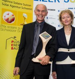 Werner Setz mit Bundespräsidentin Widmer-Schlumpf bei der Solarpreisverleihung 2012