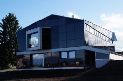 Seitenansicht des Büro- und Gewerbegebäudes Breitenmoser AG