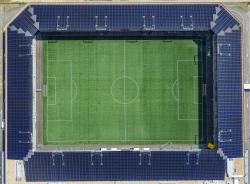 Die 1.4 MW starke PV-Anlage deckt mit den erzeugten 1'290'000 kWh/a 150% des Gesamtenergiebedarfs des Stadions und des integrierten Einkaufs- und Gewerbezentrums.