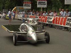 «Schweiz aktuell» strahlte zwischen 1985 und 1995 ingesamt elf Sendungen zum Solarmobilrennen Tour de Sol und der Alpinen Solarmobil-Europameisterschaft (ASEM) aus.