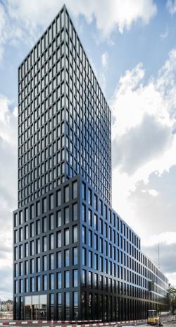Der Grosspeter Tower nutzt die gesamte Fassade zur Gewinnung von Solarenergie.