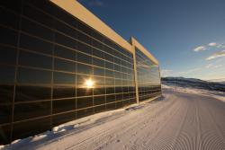 Die 2015 installierte PV-Anlage St. Martin (1'984 m ü.M.), ist eine vorbildlich integrierte, 18 kW starke PV-Anlage mit einer Jahresprodu-ktion von 21'300 kWh (1'183 kWh/kWp).