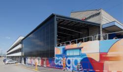 Die Solaranlage wird als Gebäudehülle genutzt und produziert 86'900 kWh/a.