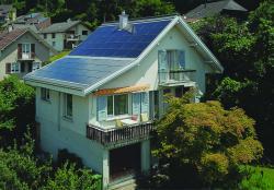 Seit der Sanierung konsumiert der PlusEnergieBau nur noch halb so viel Energie