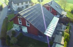 Die 25 kW optimal dachintegrierte PV- Anlage deckt den Gesamtenergiebedarf des PEB-EFH