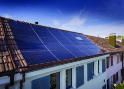 Die 5.0 kW starke PV-Anlage erzeugt jährlich rund  5'850 kWh.