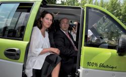 Ségolène Royal a proposé d'équiper l'ensemble des taxis et des autobus parisiens de moteurs électriques. (Source: http://www.lepoint.fr, 9-4-2015)