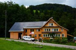 Saniertes Toggenburgerhaus mit vollflächtig integrierter PV-Anlage